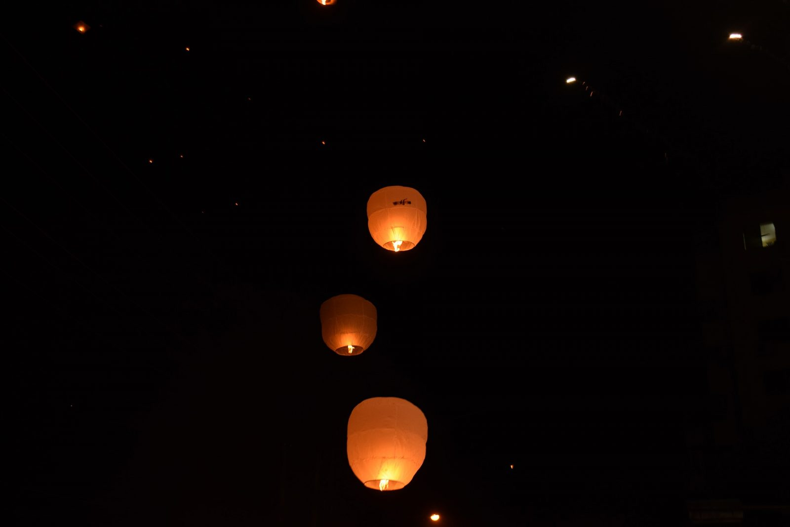 lampiony papierowe latające
